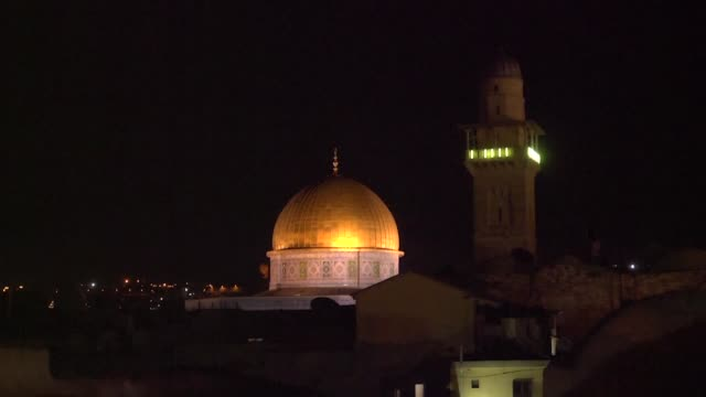 stockvideo's en b-roll-footage met a bill backed by israeli prime minister benjamin netanyahu to ban mosques around israel and annexed east jerusalem from using loudspeakers to amplify... - oost jeruzalem