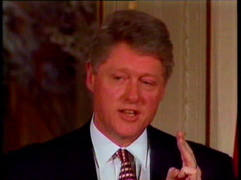 vídeos de stock, filmes e b-roll de bill clinton comments on whitewater scandal 'there will not be a coverup there will not be an abuse of power in this office' bill clinton comments on... - bill clinton
