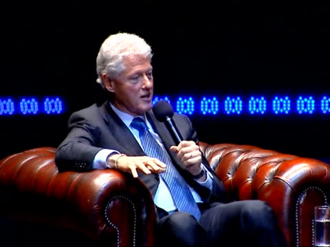vídeos de stock, filmes e b-roll de bill clinton delivering royal albert hall speech clinton sitting down on sofa for qa session with dougie donelly bill clinton answering questions sot... - bill clinton