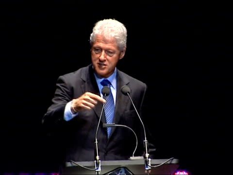 bill clinton delivering royal albert hall speech interdependence can be good and bad / in the middle east the israelis and the palestinians are an... - komplett stock-videos und b-roll-filmmaterial