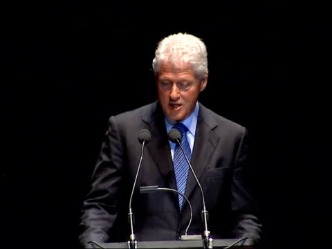 vídeos de stock, filmes e b-roll de bill clinton delivering royal albert hall speech you are living in a world that is unsustainable which has less inequality and more wage growth than... - bill clinton