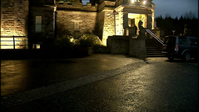 bill clinton departs stormont northern ireland belfast stormont castle photography** stormont castle illuminated at dusk / partly obscured shot of... - ストーモント点の映像素材/bロール