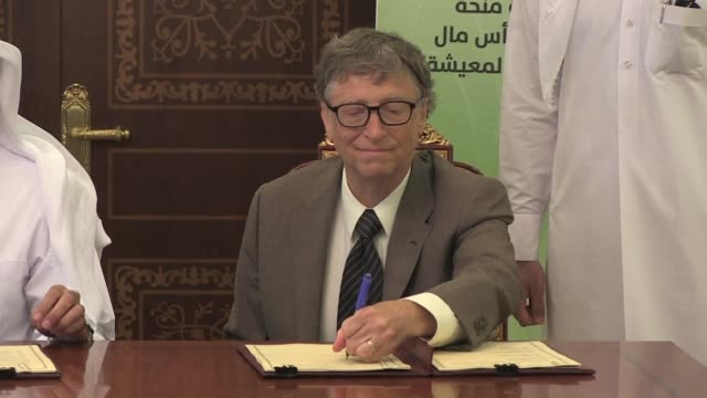 vídeos de stock e filmes b-roll de bill gates said wednesday that with any luck polio will be eradicated by 2017 in the last two countries where it remains active pakistan and... - pólio