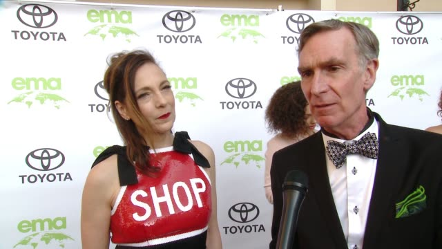 vidéos et rushes de bill nye and helen matsos on how did you get involved with ema, on why is it important for you to align yourself with ema, on what steps do you take... - environmental media awards