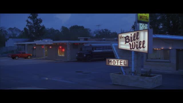 MS, 'Bill Will' motel at dusk, USA