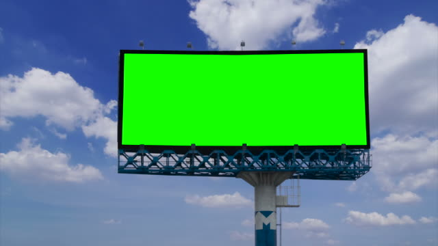 cartellone con schermo verde chroma key - tabellone video stock e b–roll
