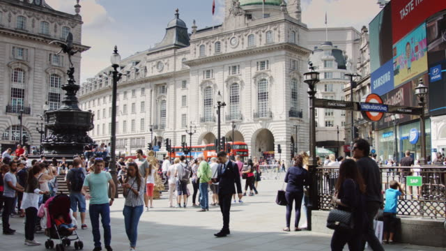 Billboards and Fountain in Piccadilly Circus