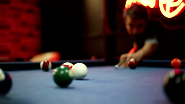billiard balls snooker - mirare video stock e b–roll