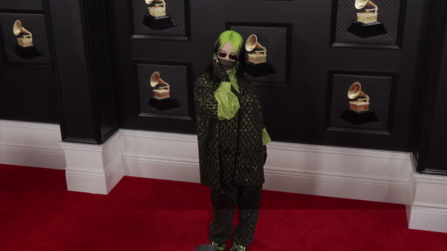vídeos de stock, filmes e b-roll de billie eilish at 62nd annual grammy awards – red carpet jan 26 2020 staples center los angeles united states - prêmios grammy