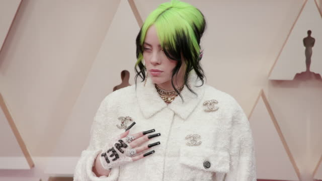 vídeos y material grabado en eventos de stock de slomo billie eilish at dolby theatre on february 09 2020 in hollywood california - billie eilish