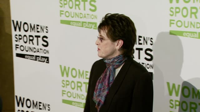 billie jean king at the the billies at the beverly hilton in beverly hills, california on april 16, 2008. - ビリー・ジーン・キング点の映像素材/bロール