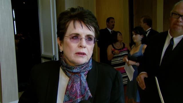 billie jean king on the event, spotlighting women's sports, elton john's performance, and honoring the media at the the billies at the beverly hilton... - ビリー・ジーン・キング点の映像素材/bロール