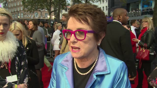 billie jean king on the fight for equality at odeon leicester square on october 07, 2017 in london, england. - ビリー・ジーン・キング点の映像素材/bロール