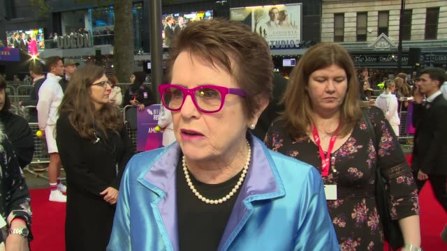 billie jean king on the movie story, equality and fellow cast at odeon leicester square on october 07, 2017 in london, england. - ビリー・ジーン・キング点の映像素材/bロール