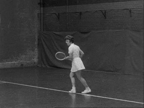 billie jean moffitt practices; england: london: queen's club: ext australian tennis player margaret smith along int various of us tennis player... - ビリー・ジーン・キング点の映像素材/bロール
