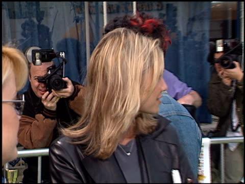 billie joe armstrong at the 'freddie got fingered' premiere on april 18, 2001. - ウエストウッドヴィレッジ点の映像素材/bロール