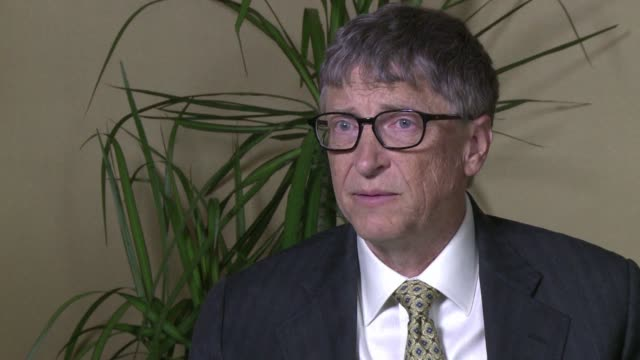 vídeos de stock e filmes b-roll de billionaire software baron turned philanthropist bill gates talks to afptv about his goal to eradicate polio by 2018 and why he thinks the rise of... - pólio