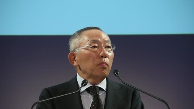 billionaire tadashi yanai, chairman, president and chief executive officer of fast retailing co, speaks during a news conference, billionaire tadashi... - 会長点の映像素材/bロール
