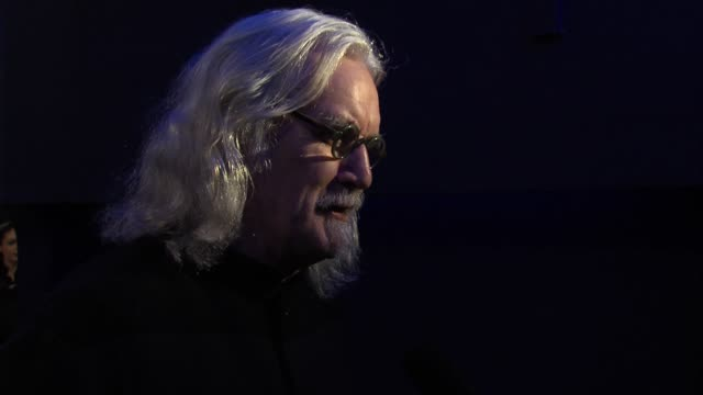 vídeos de stock e filmes b-roll de billy connolly at 'quartet' gala screening at odeon west end on december 11 2012 in london england - billy connolly