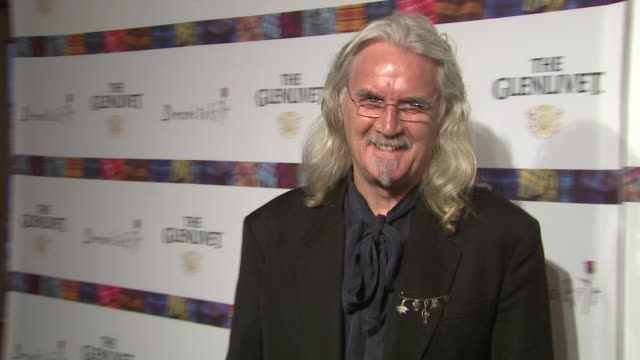 vídeos de stock e filmes b-roll de billy connolly at the 9th annual dressed to kilt charity fashion show at new york ny - billy connolly