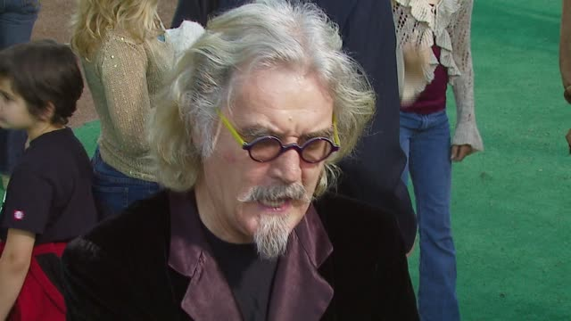 vídeos de stock, filmes e b-roll de billy connolly at the 'open season' premiere at the greek theater in los angeles california on september 25 2006 - billy connolly