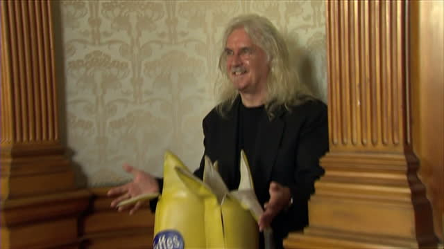 billy connolly awarded freedom of the city of glasgow. shows billy connolly arriving at the event and posing for photos with two model bananas. billy... - billy connolly stock videos & royalty-free footage
