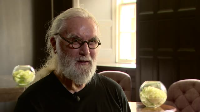 billy connolly interview re receiving a knighthood england london int billy connolly interview re receiving a knighthood sot - billy connolly video stock e b–roll