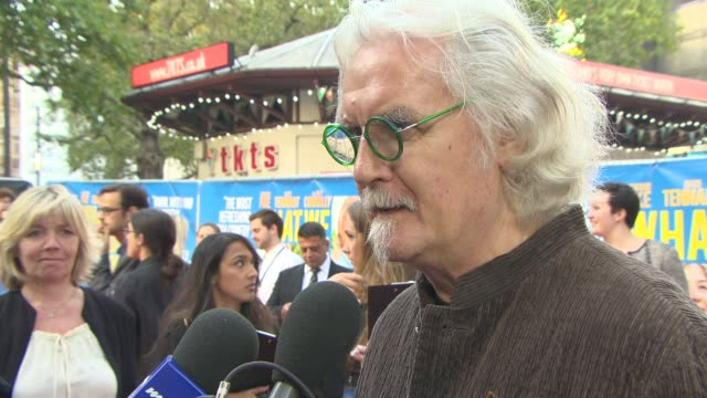 stockvideo's en b-roll-footage met interview billy connolly on his role the final 'hobbit' film on robin williams and their relationship at 'what we did on our holiday' uk film... - billy connolly