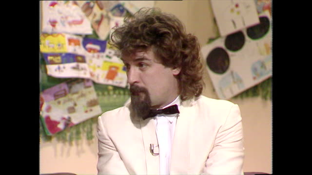 stockvideo's en b-roll-footage met billy connolly speaking in 1983 on being against nuclear weapons - billy connolly
