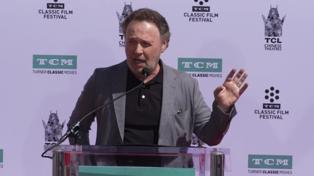 vídeos de stock, filmes e b-roll de speech billy crystal at tcm to honor billy crystal with hand and footprint ceremony on april 12 2019 in hollywood california - billy crystal