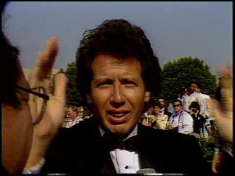 vídeos de stock, filmes e b-roll de billy crystal at the 1987 emmy awards with stuart pankin at the pasadena civic auditorium in pasadena california on september 20 1987 - billy crystal