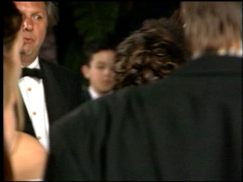 vídeos de stock, filmes e b-roll de billy crystal at the 1998 academy awards vanity fair party at morton's in west hollywood california on march 23 1998 - billy crystal