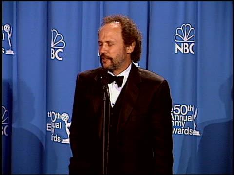 vídeos de stock, filmes e b-roll de billy crystal at the 1998 emmy awards press room at the shrine auditorium in los angeles california on september 13 1998 - billy crystal