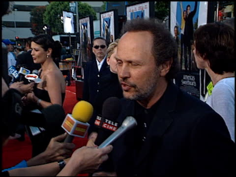 vídeos de stock, filmes e b-roll de billy crystal at the 'america's sweethearts' premiere on july 17 2001 - billy crystal