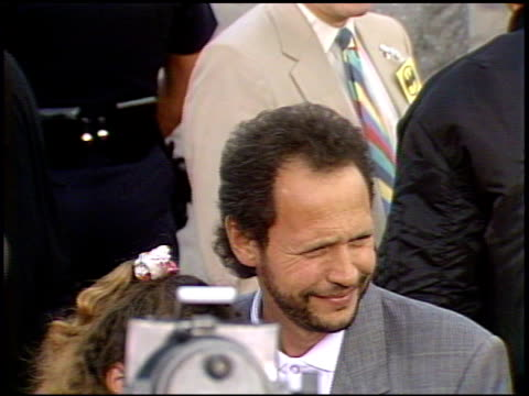 vídeos de stock, filmes e b-roll de billy crystal at the 'batman' premier on may 19 1989 - billy crystal
