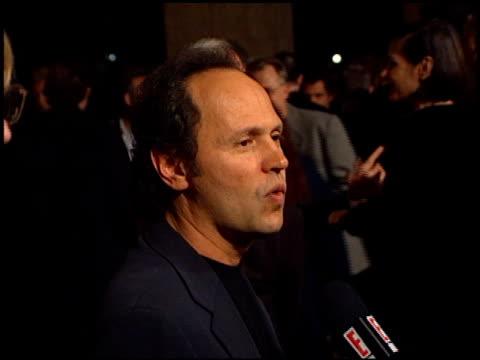 vídeos de stock, filmes e b-roll de billy crystal at the 'deconstructing harry' premiere on december 5 1997 - billy crystal