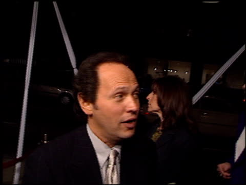 vídeos de stock, filmes e b-roll de billy crystal at the 'my giant' premiere at academy theater in beverly hills california on march 26 1998 - billy crystal