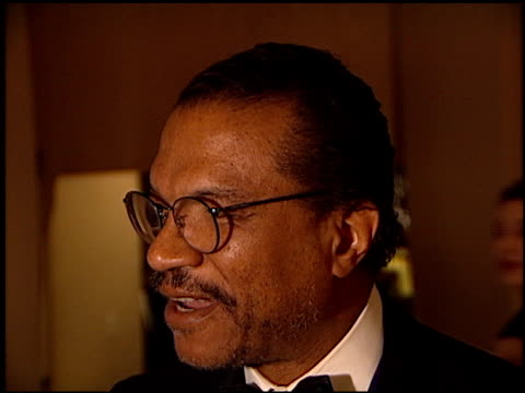 stockvideo's en b-roll-footage met billy dee williams at the 1998 producers guild of america awards at the beverly hilton in beverly hills california on march 3 1998 - producers guild of america