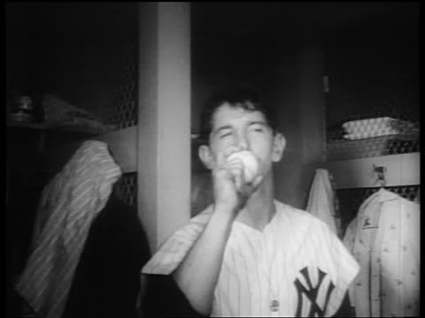 vídeos de stock e filmes b-roll de billy martin kissing baseball in locker room after winning world series / nyc - camisola de basebol
