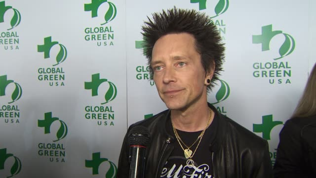 vídeos y material grabado en eventos de stock de billy morrison on performing with camp freddy and what the band is all about, his love of diving with sharks, the importance of caring for the... - fiesta de los óscar