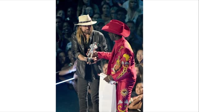 billy ray cyrus and lil nas x onstage during the 2019 mtv video music awards at prudential center on august 26 2019 in newark new jersey - mtv1 video stock e b–roll