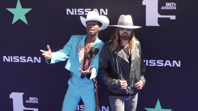 billy ray cyrus lil nas x at the 2019 bet awards - bet awards stock-videos und b-roll-filmmaterial