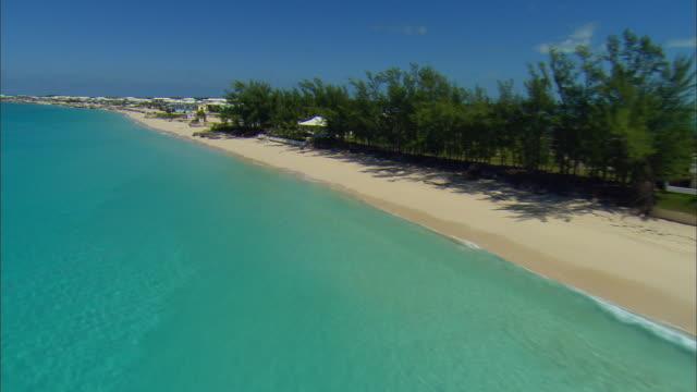 stockvideo's en b-roll-footage met low aerial bimini bay beach resort, bimini island, bahamas - bimini
