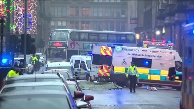 bin lorry crash inquiry criticised by families of victims lib / tx glasgow ext ambulances with flashing lights and police tape cordon across road bin... - ロープ仕切り点の映像素材/bロール
