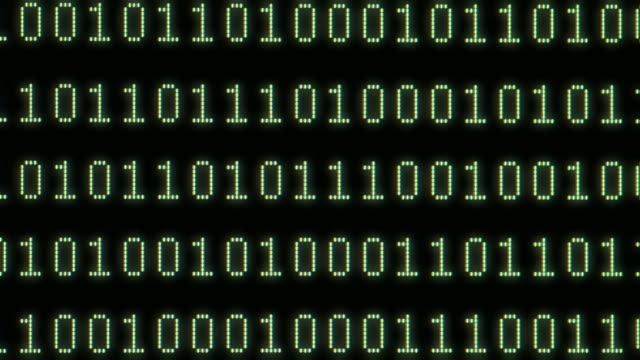 vídeos de stock, filmes e b-roll de ecu binary code on computer screen - movimento perpétuo