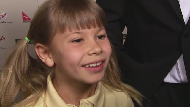 bindi irwin on the event, her show, favorite animals, being in the us, the award her father is receiving at the 2007 penfolds icon black tie gala at... - century plaza stock videos & royalty-free footage