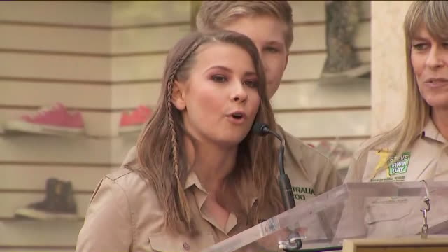 KTLA Bindi Irwin Talks About 'Crocodile Hunter' Steve Irwin Posthumously Receiving Hollywood Walk of Fame Honor