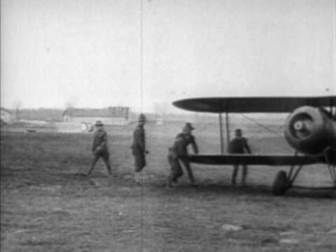 bi-plane taxiing, preparing for take off - luftfahrtindustrie stock-videos und b-roll-filmmaterial
