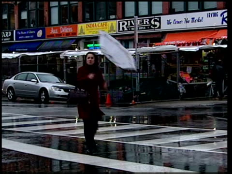 vídeos de stock e filmes b-roll de canadian tamiflu supplies canada ottawa people along through market ms woman crossing the street and having umberella blown inside out ms people... - vírus da gripe aviária