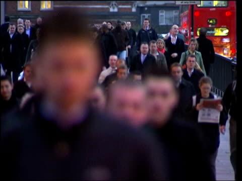 vidéos et rushes de bird flu warning file / date unknown london people along in street - virus de la grippe aviaire